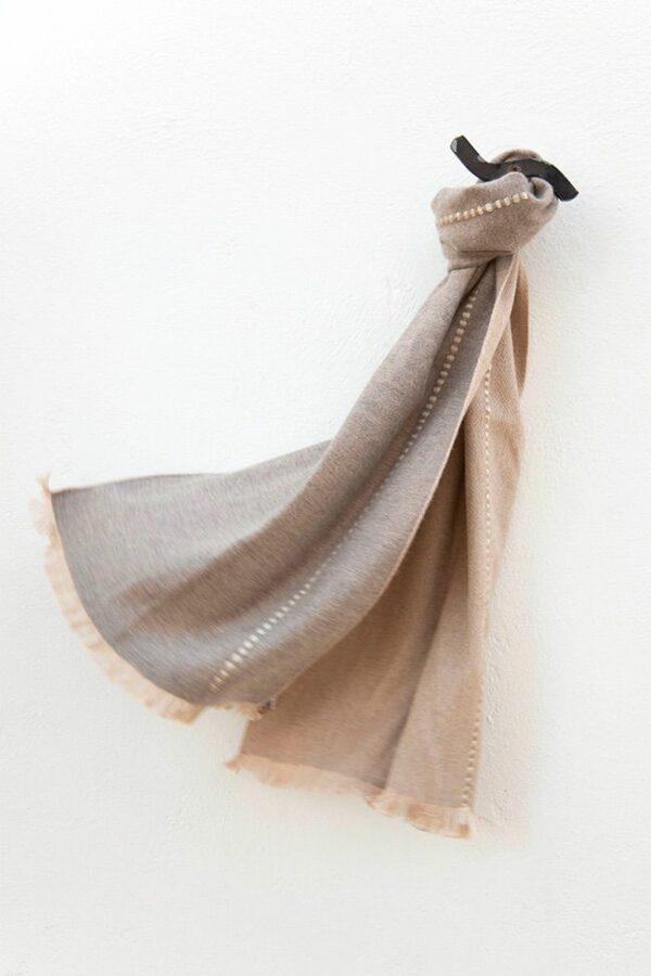 foulard beige topo relieves 01