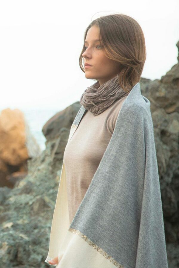 shawl bicolor grey beige sequins 01